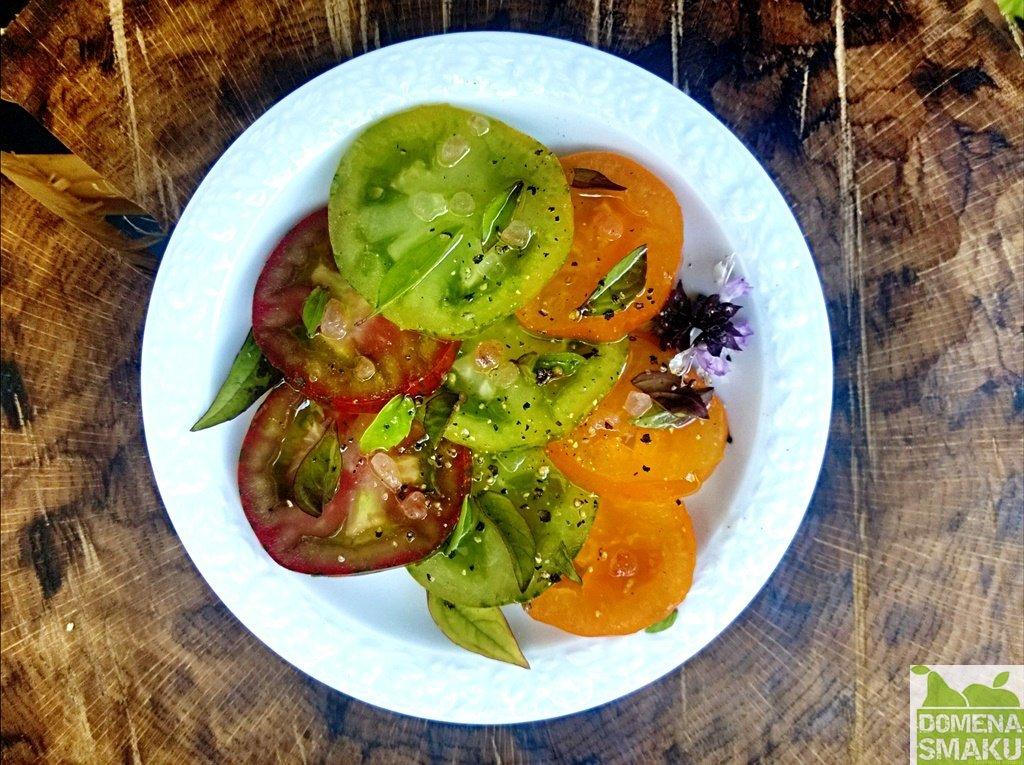 Salatka pomidorowa z czarna sola