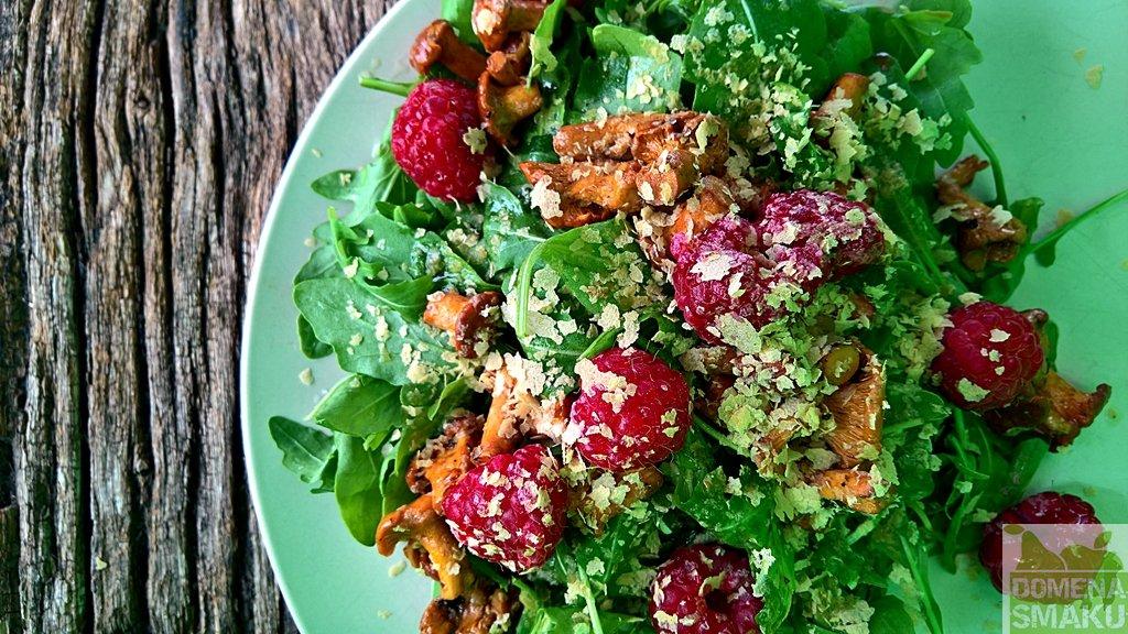 salatka z kurkami i malinami